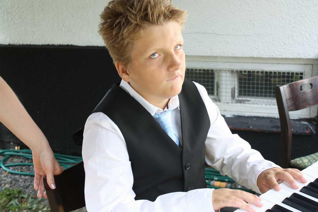 """""""Musiken betyder allt för Christopher"""", säger mamma Jenny."""