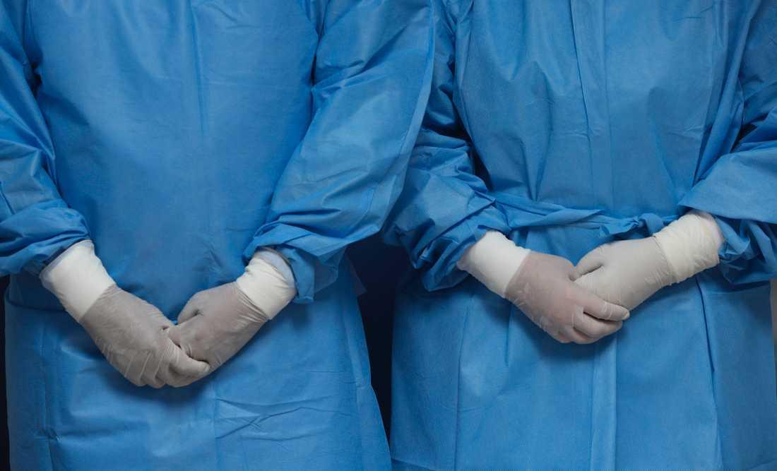 – De sänkte kraven och nu är det bara handskar, handtvätt och handsprit som gäller, berättar en anonym akutsjuksköterska. Arkivbild.