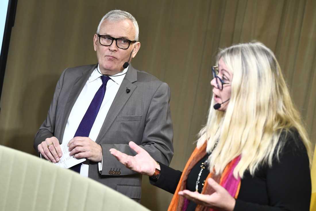 SKL:s ordförande Anders Knape och chefsekonom Annika Wallenskog under presentationen av Ekonomirapporten i Stockholm.