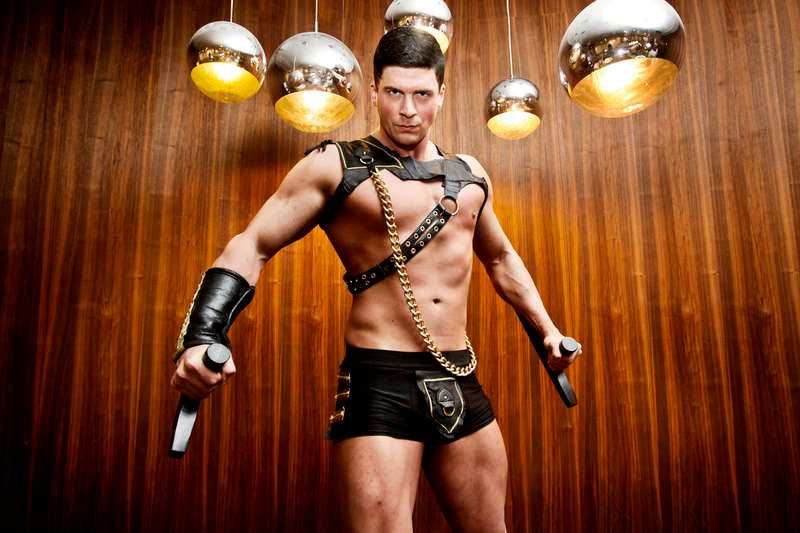 Mikael Hollsten som gladiatorn Prime.