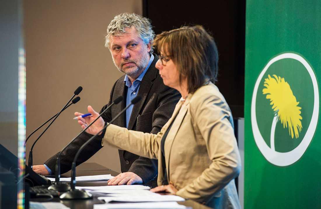 Miljöpartiets Peter Eriksson och Isabella Lövin.