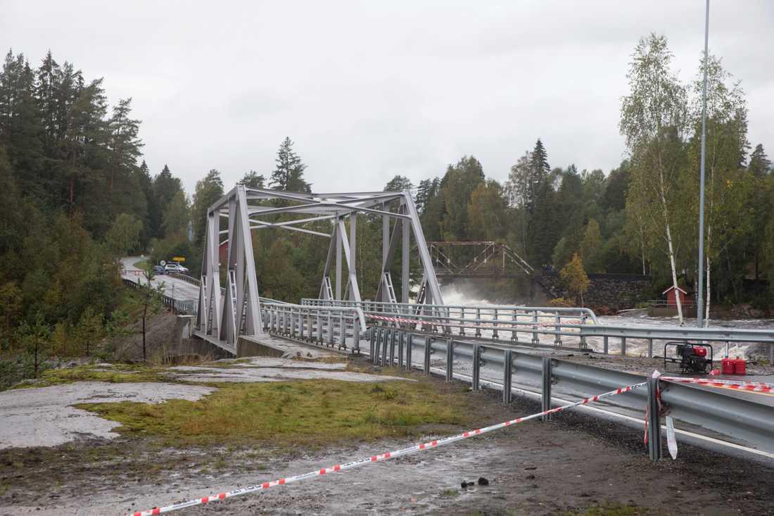 Vägen mellan Sauland och Notodden i Norge fick stängas efter översvämningar.