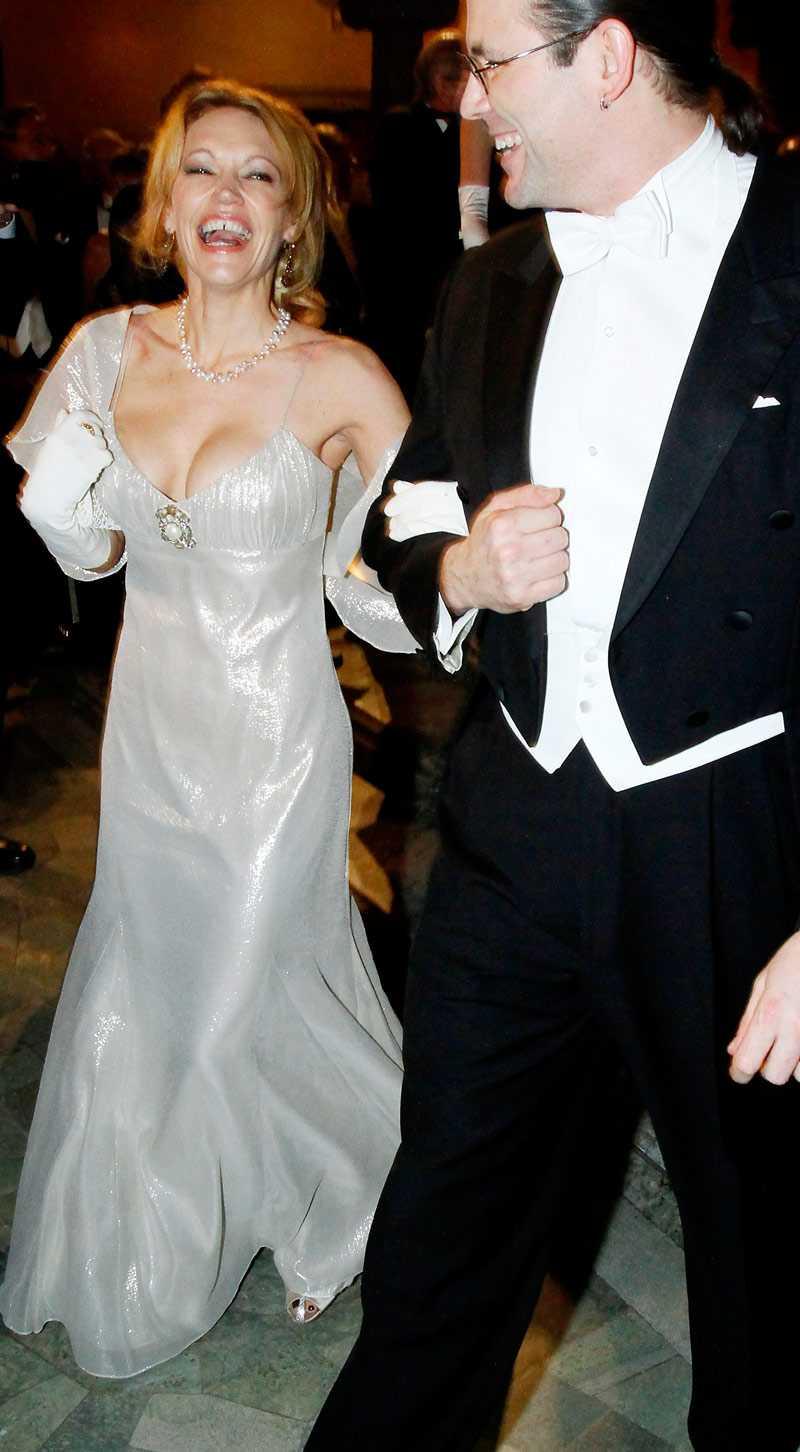 Kvällens klyfta! Författaren Terri Lynn McCormick, här med finansminister Anders Borg.