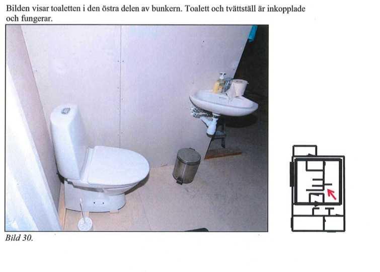 Fungerande toalett inne i bunken.