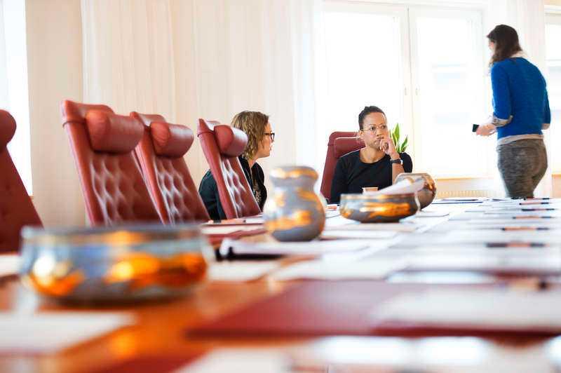 """HÅRT KRITISERAD Kulturminister Alice Bah Kuhnke har sågats rejält under sina första veckor på posten - av både politiska debattörer och kulturpersonligheter. Nu talar hon ut om hur hon förhåller sig till kritiken och varför hon måste vara """"dubbelt så bra""""."""