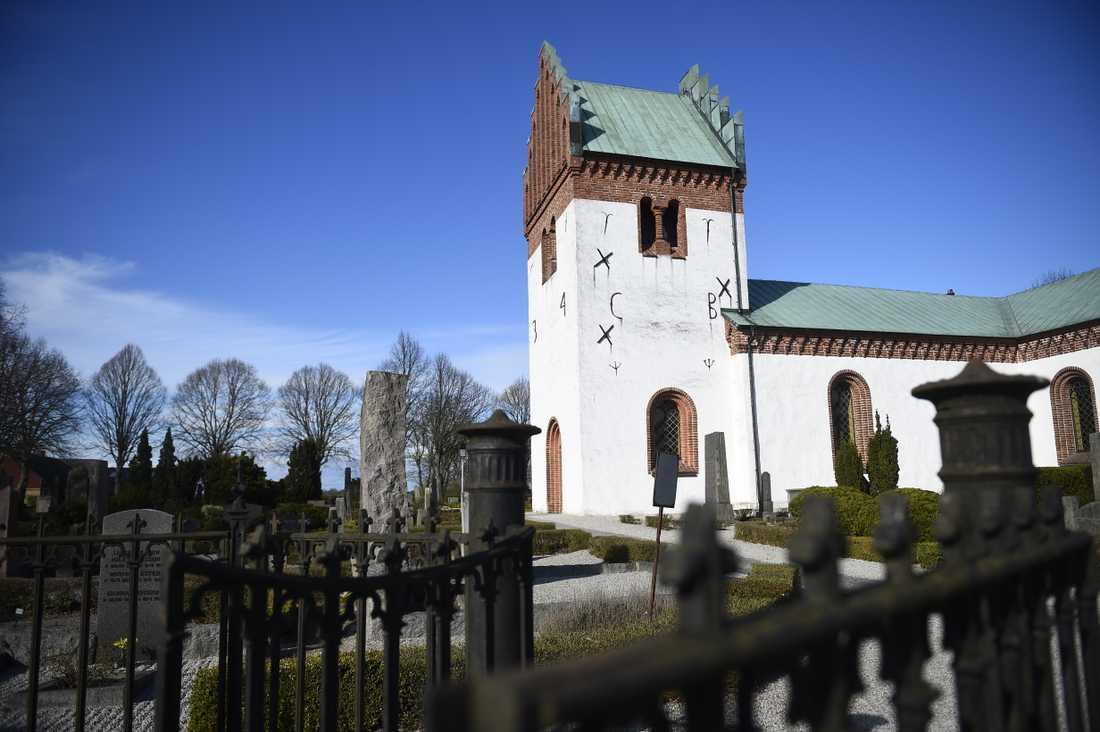 Svenskarna tar allt längre tid på sig mellan dödsfall och begravning. Arkivbild.