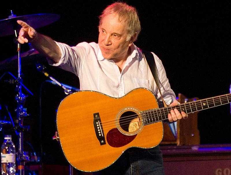 Paul Simon vid en konsert i Israel 2011.