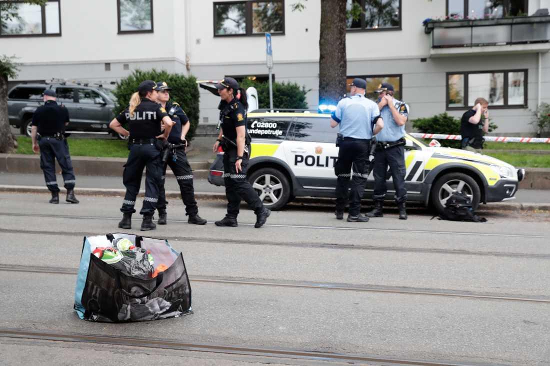 7596b2975a43 En man har skjutits i benet av polisen i Oslo efter att ha hotat en  spårvagnsförare