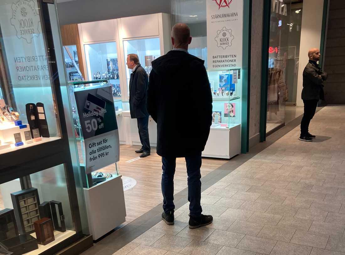 Stefan Löfven i köpcentret Gallerian i Stockholm.