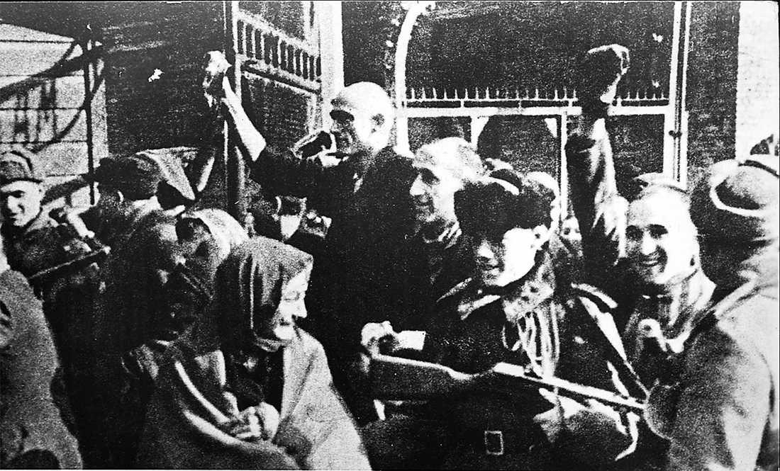 Förintelselägret i Auschwitz befrias av Röda armén 1945.