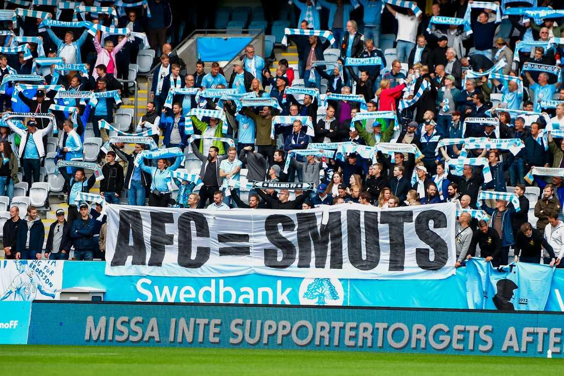 Malmö FFs supportrar med banderol
