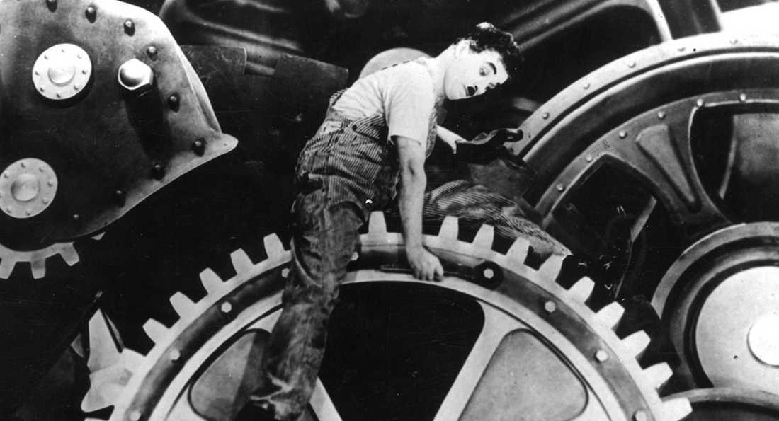 """Charlie Chaplin i """"Moderna tider"""" –nu är tiderna ännu mer moderna."""