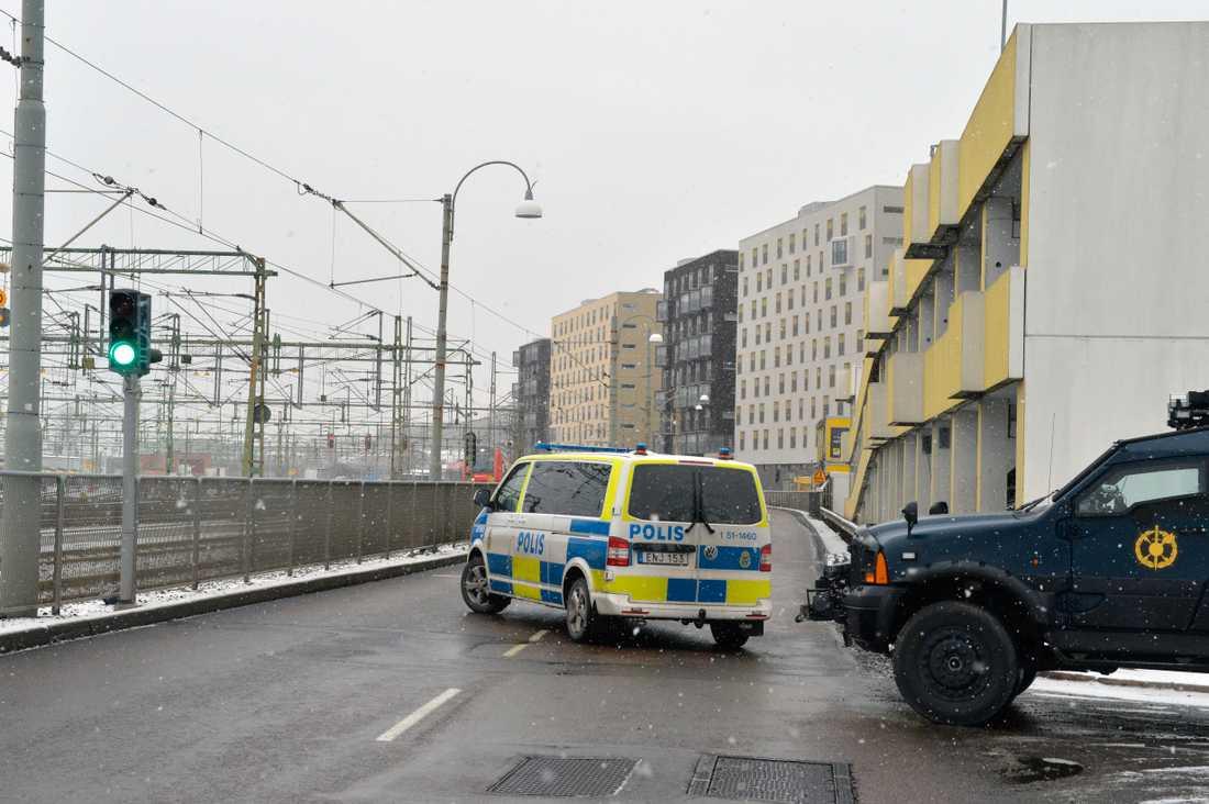Polisen är på plats vid centralstationen i Göteborg.