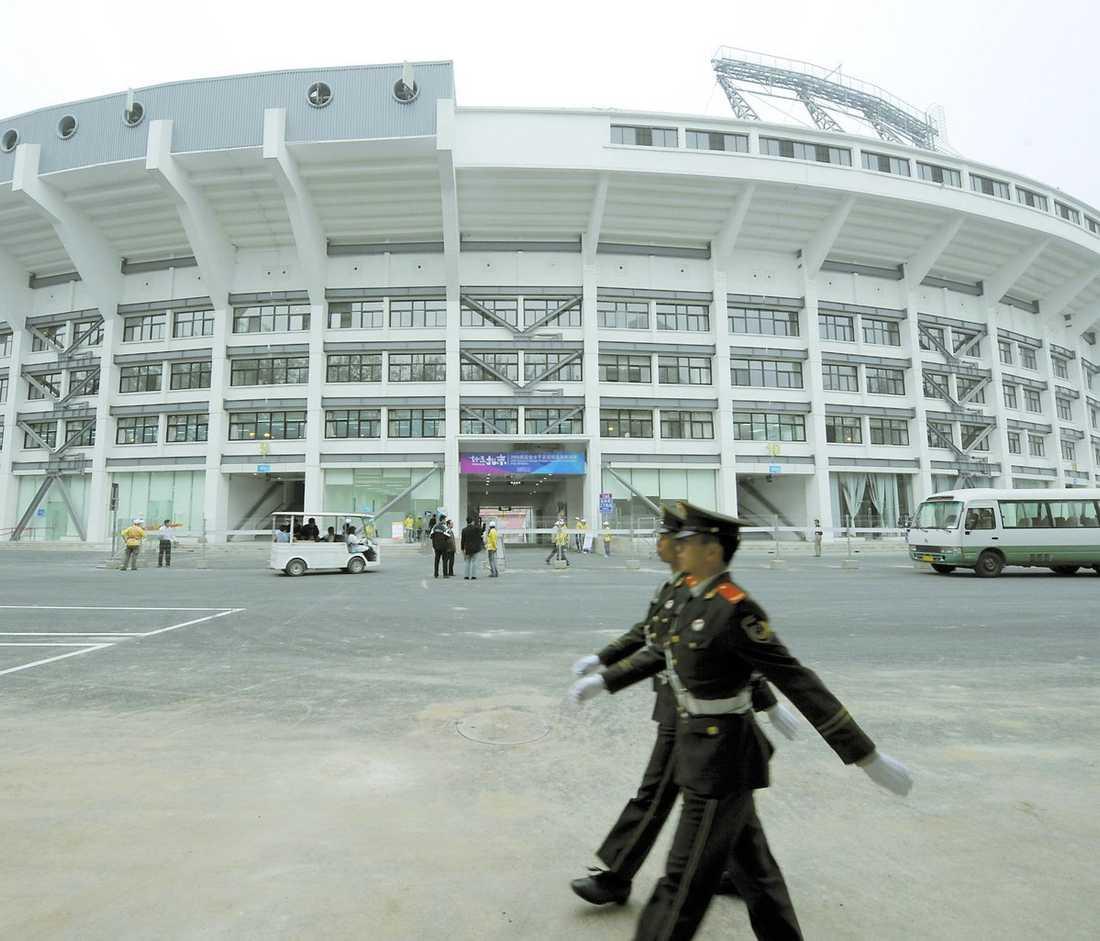 SMUTSIG HISTORIA Under 1960- och 70-talet användes Beijing Workers' Stadium för att förnedra dödsdömda fångar. Om några veckor ska damlandslaget i fotboll spela OS-match på samma arena.