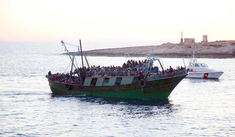 """""""Generalen"""" misstänks ligga bakom flera överfulla båtar på Medelhavet, flera av dem har kapsejsat."""