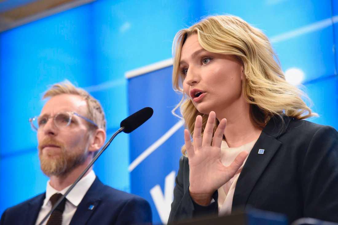 KD-ledaren Ebba Busch Thor tycker att regeringen prioriterar fel i sin budgetproposition. Här med ekonomisk-politiske talespersonen Jakob Forssmed.