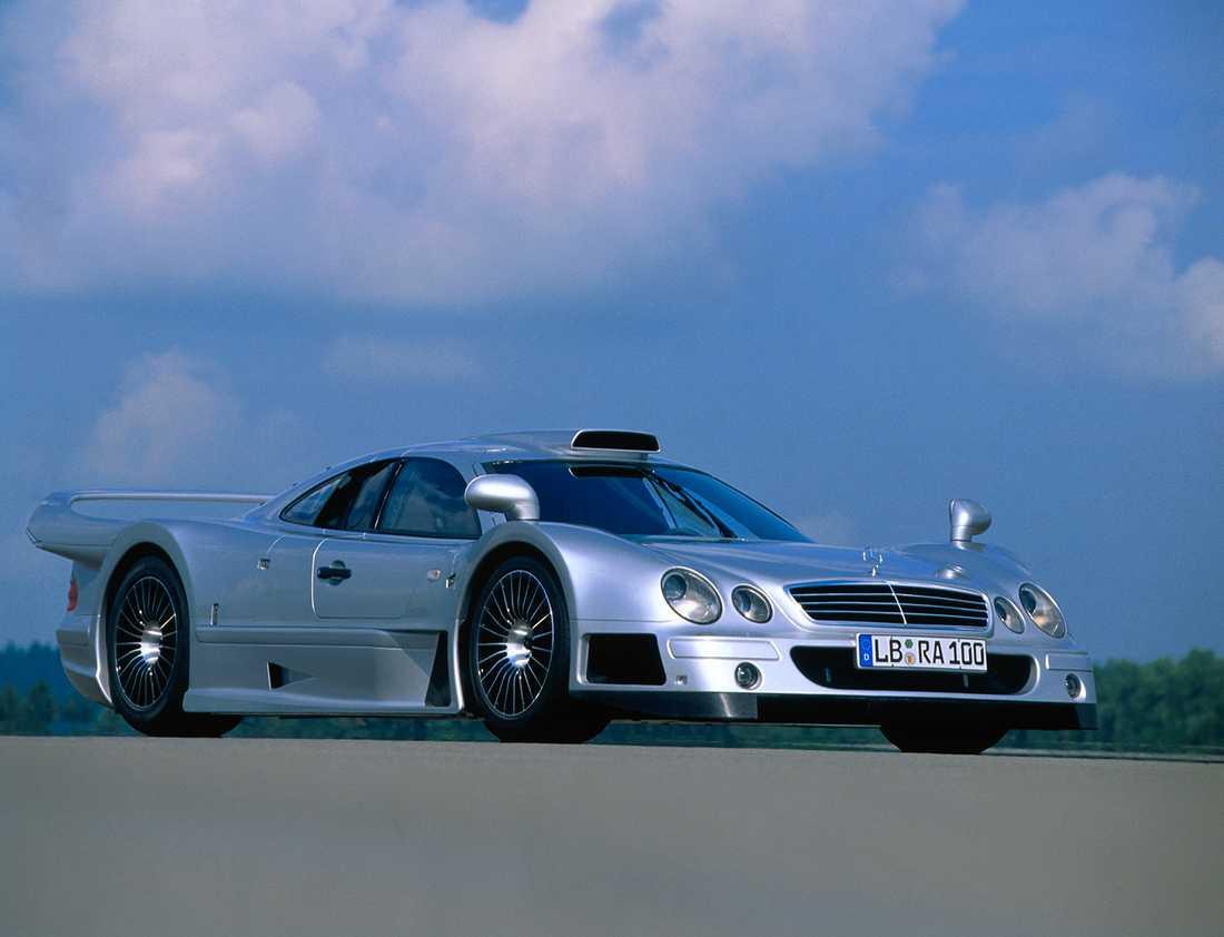 Senaste det var aktuellt med en mittmotorbil var CLK-GTR. Den var dock exklusiv och begränsad till endast 25 exemplar.
