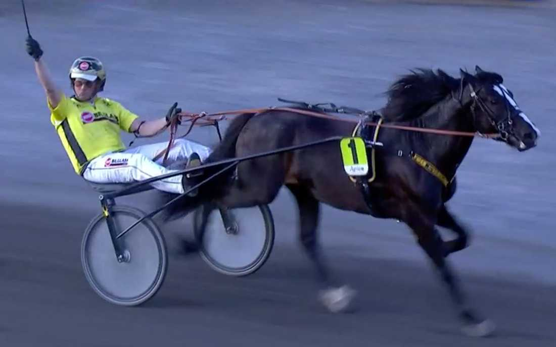 Segergest av Öystein Tjomsland efter seger i storloppet