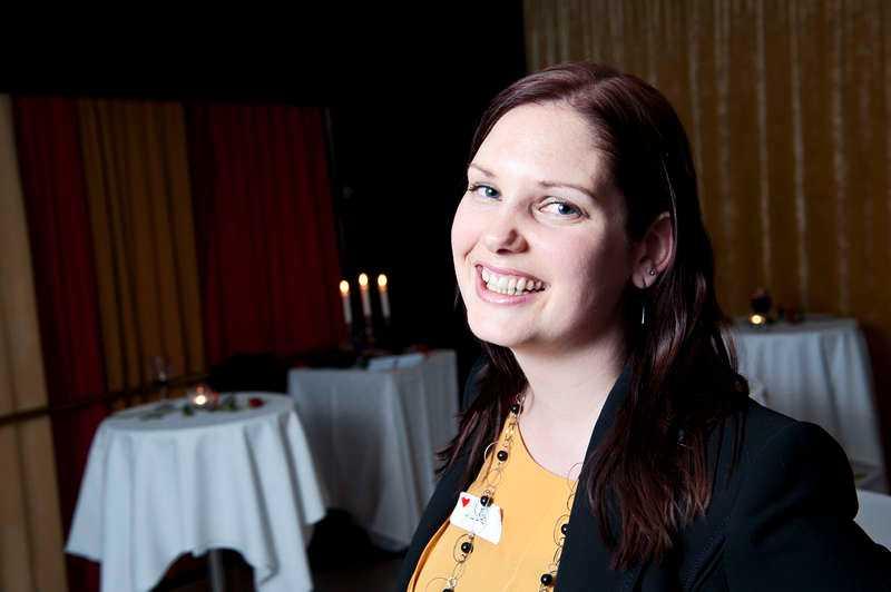 """""""Det är kul att möta mycket människor på kort tid"""", säger Hilde, 29."""