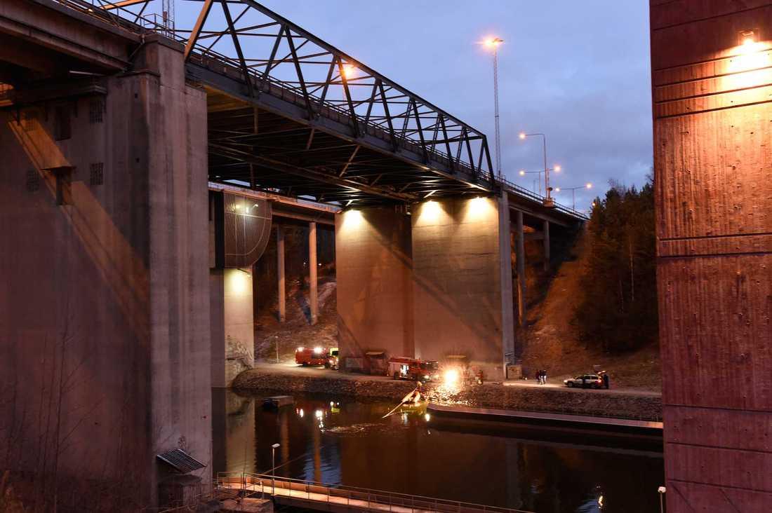 E4-bron över Södertälje kanal, drygt 25 meter hög.