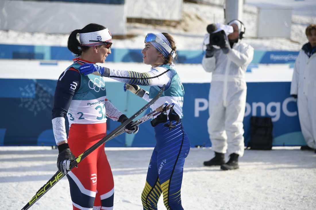 Ebba Andersson och Marit Björgen följdes åt i slutet.