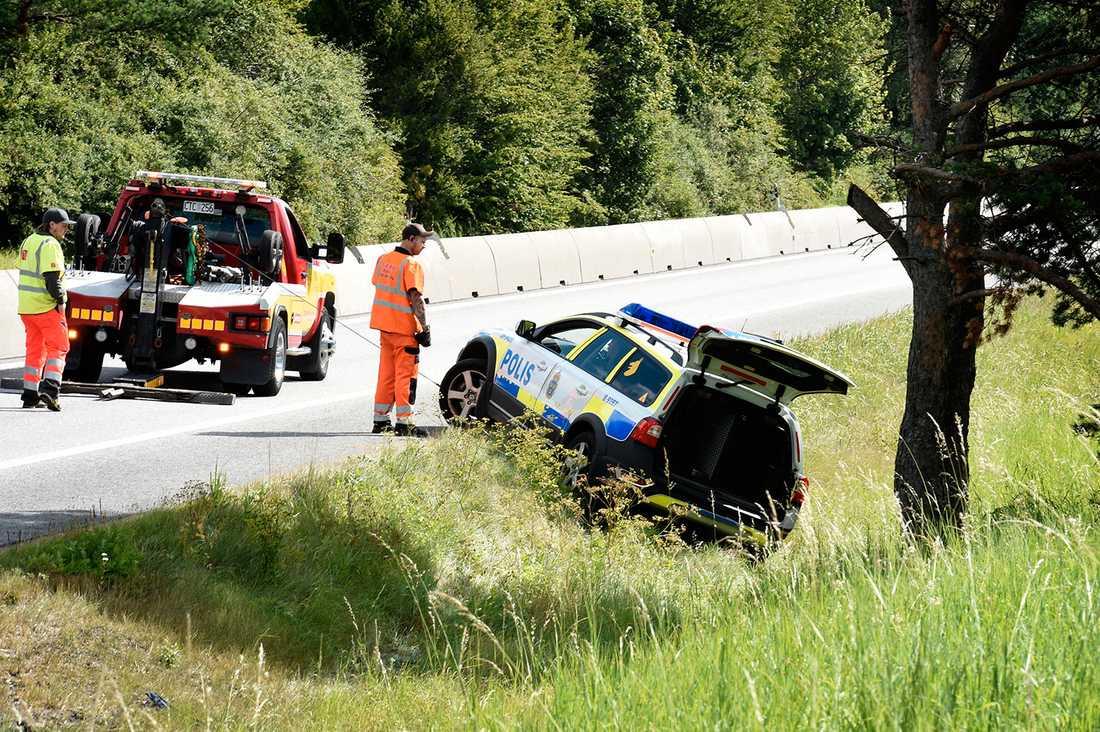 Så sent som i april dömdes rymlingen till ungdomsvård för bland annat grov vårdslöshet i trafik, grov stöld, grovt häleri samt flera fall av olovlig körning. Brotten ägde rum juni-november 2015 och innefattar en vansinnesfärd med en stulen Lexus på E4 i augusti. När det gick som snabbast körde 16-åringen i 229 km/h.