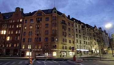 stoppades Här, vid Norra Bantorget i Stockholm, stoppades programledaren Olle Palmlöf av polisen på pingstafton.
