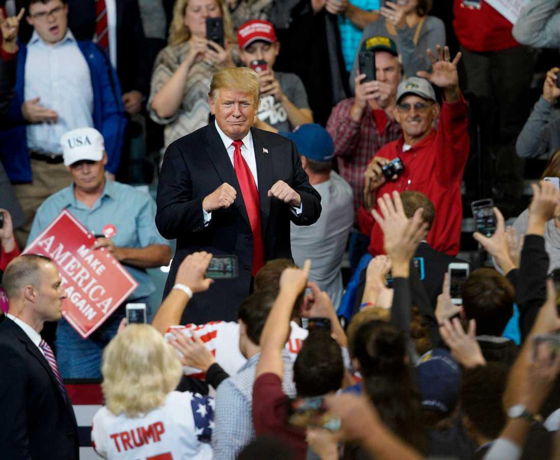 USA:s president Donald Trump och hans anhängare vid ett politiskt massmöte i Council Bluffs i Iowa nyligen.