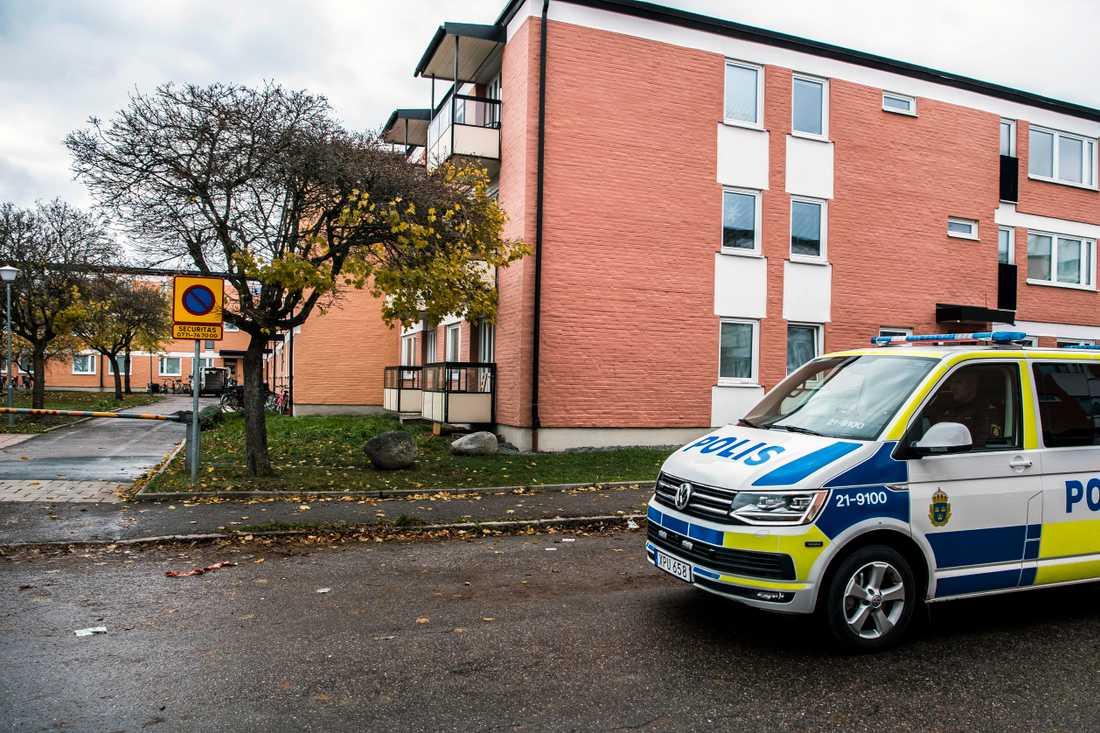 En man sköts till döds och en skadades i Uppsala under fredagen.
