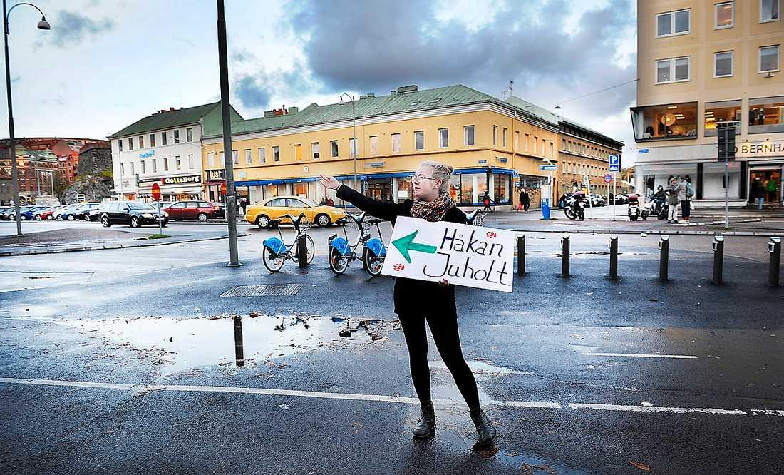 """rätt väg? Håkan Juholt och hans parti måste hitta tillbaka till väljarna. Lösningen är inte att åka runt och prata om """"värdeburen tillväxt"""" eller """"social investeringspolitik""""."""