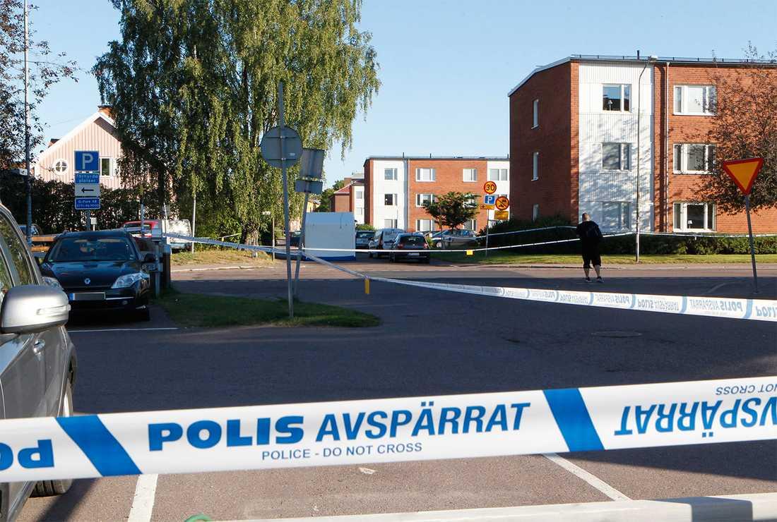 En man hittades död i centrala Borlänge natten mot lördag.