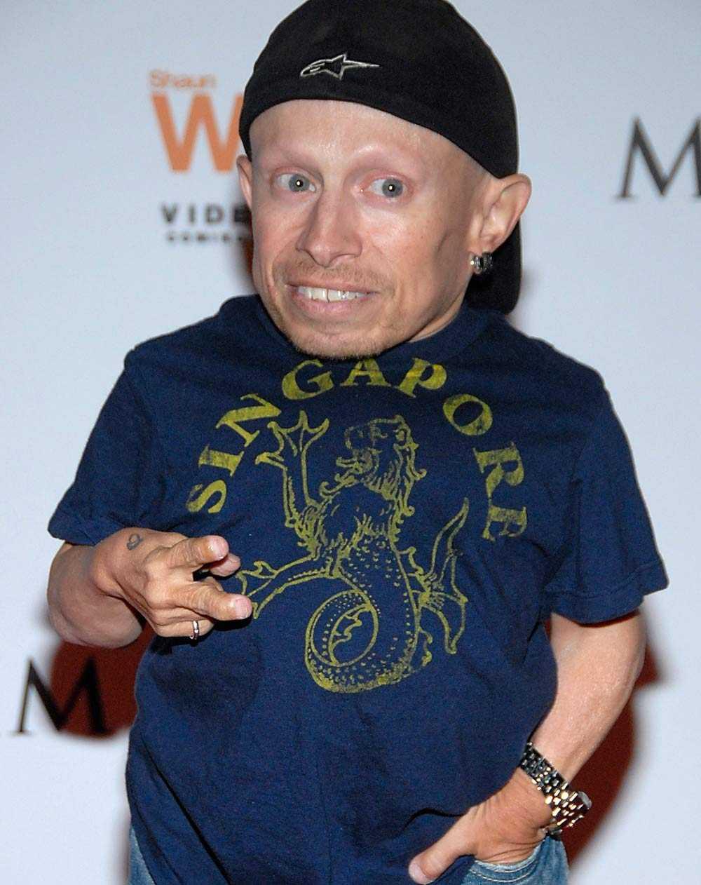 Vernie Troyer stämde tjejen på miljoner efter sexfilmen spelats in.