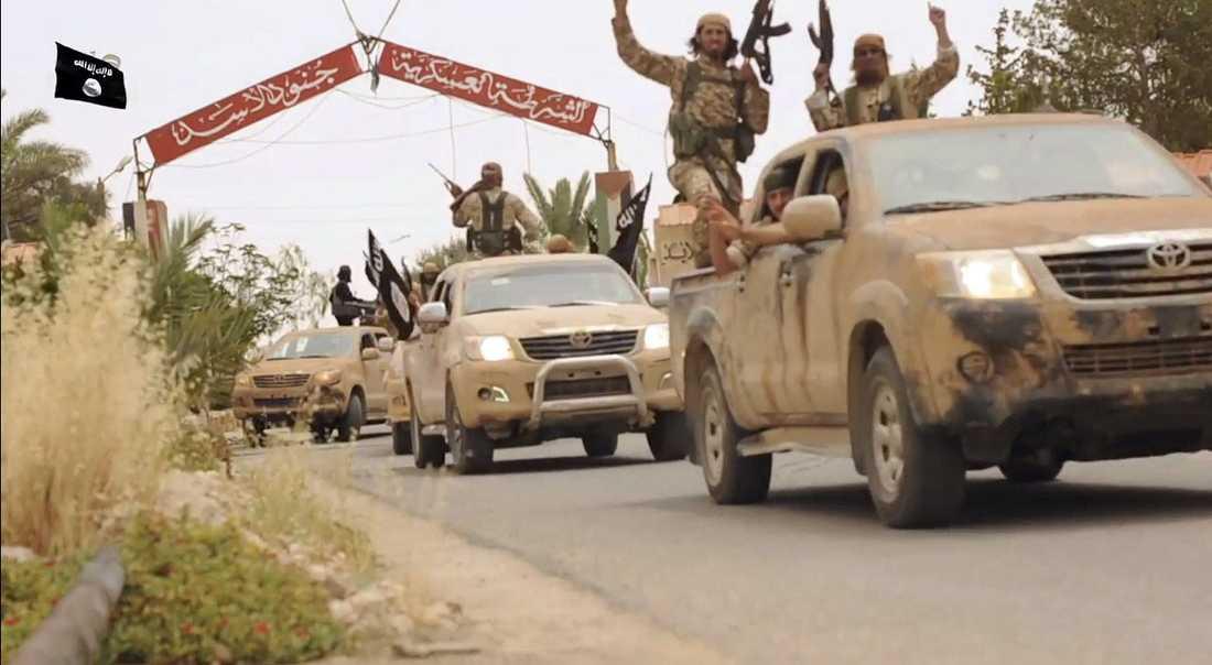 Terrorgruppen visar i sin propaganda upp konvojer av bestyckade vita Toyota-bilar.