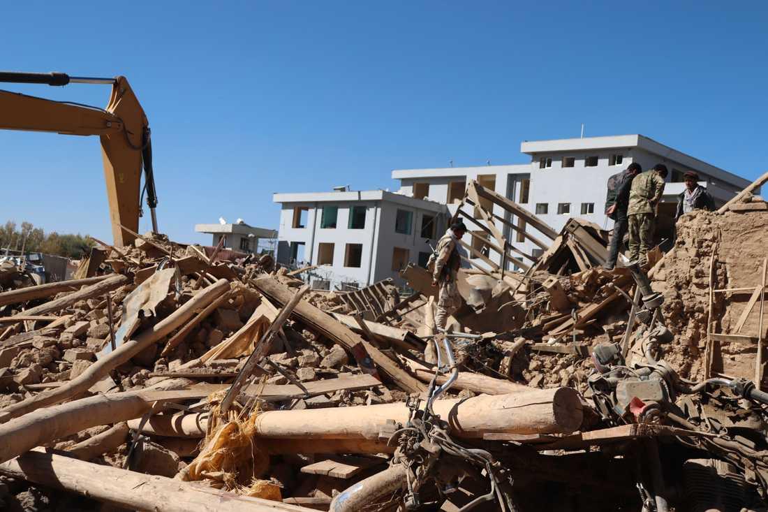 Platsen för bombdådet i provinshuvudstaden Feroz Koh i Ghor i Afghanistan.