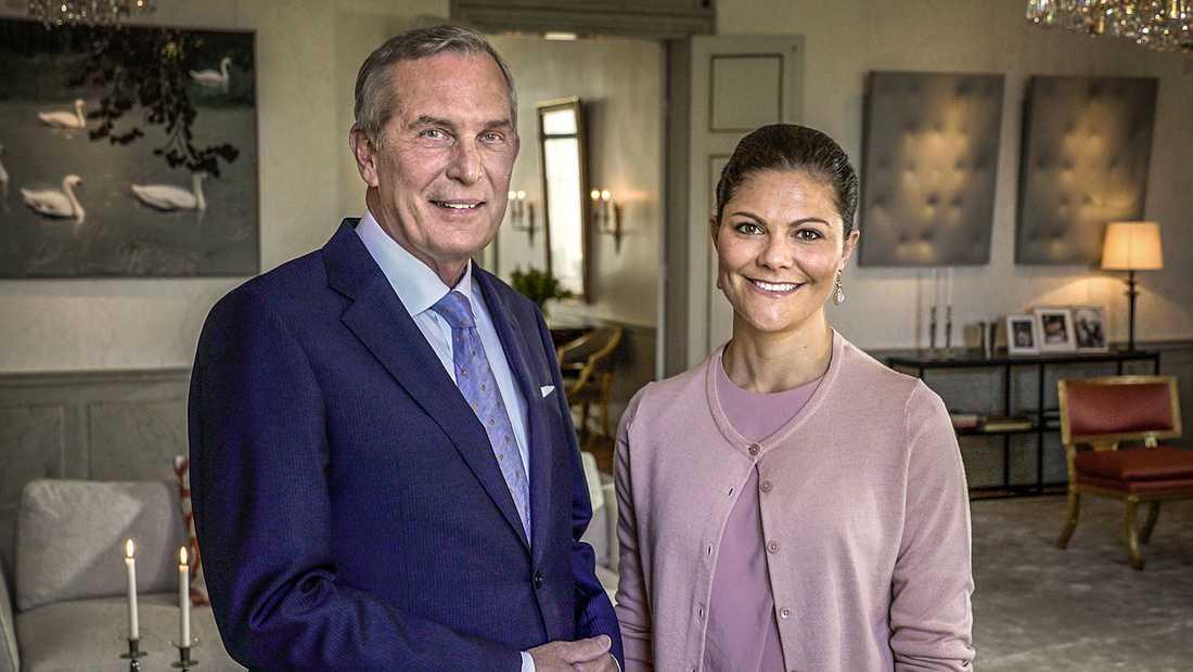 """Vurmar för vanligheten. Claes Elfsberg porträtterar kronprinsessan i """"Hennes vänliga höghet""""."""