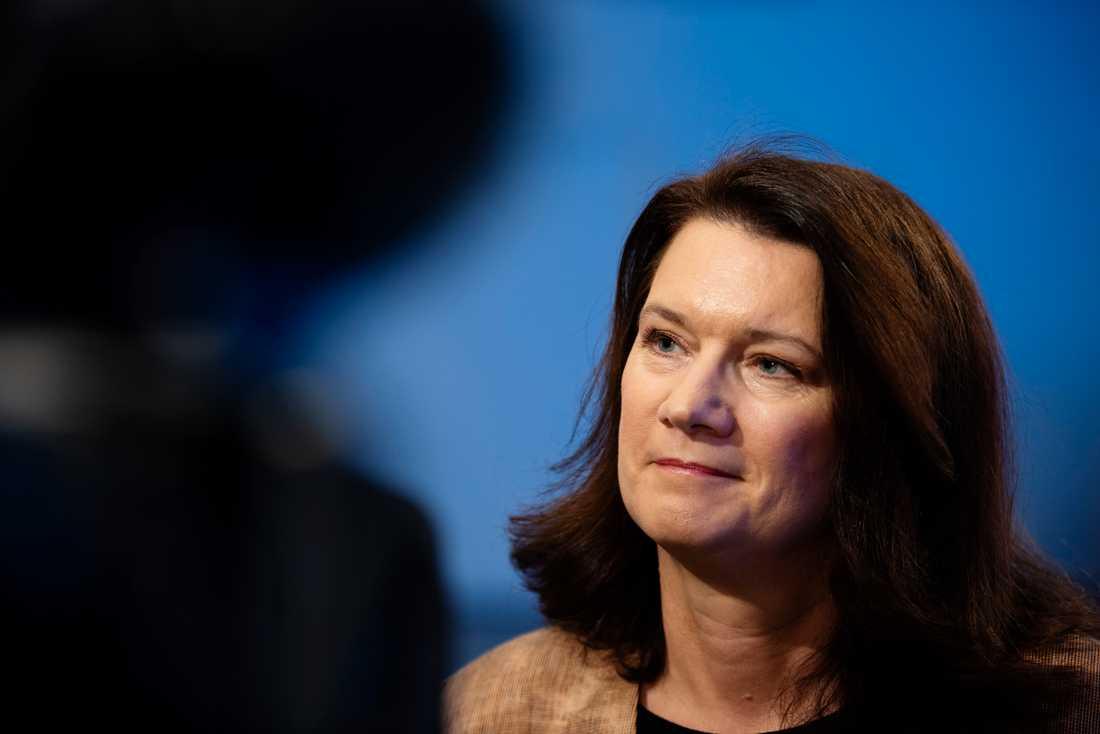 Sveriges utrikesminister Ann Linde (S) försöker locka Nordkorea och USA tillbaka till Sverige.