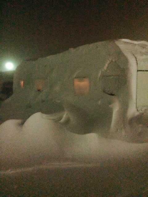 Ole har slagit hårt mot delar av Norrbotten. En insnöad husvagn i Riksgränsen.