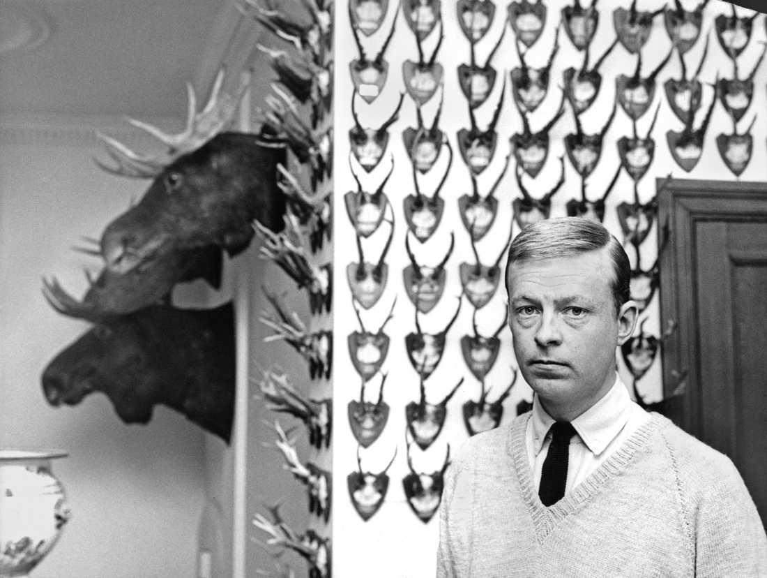 Niclas Silfverschiöld med jakttroféer. Arkiv 1964