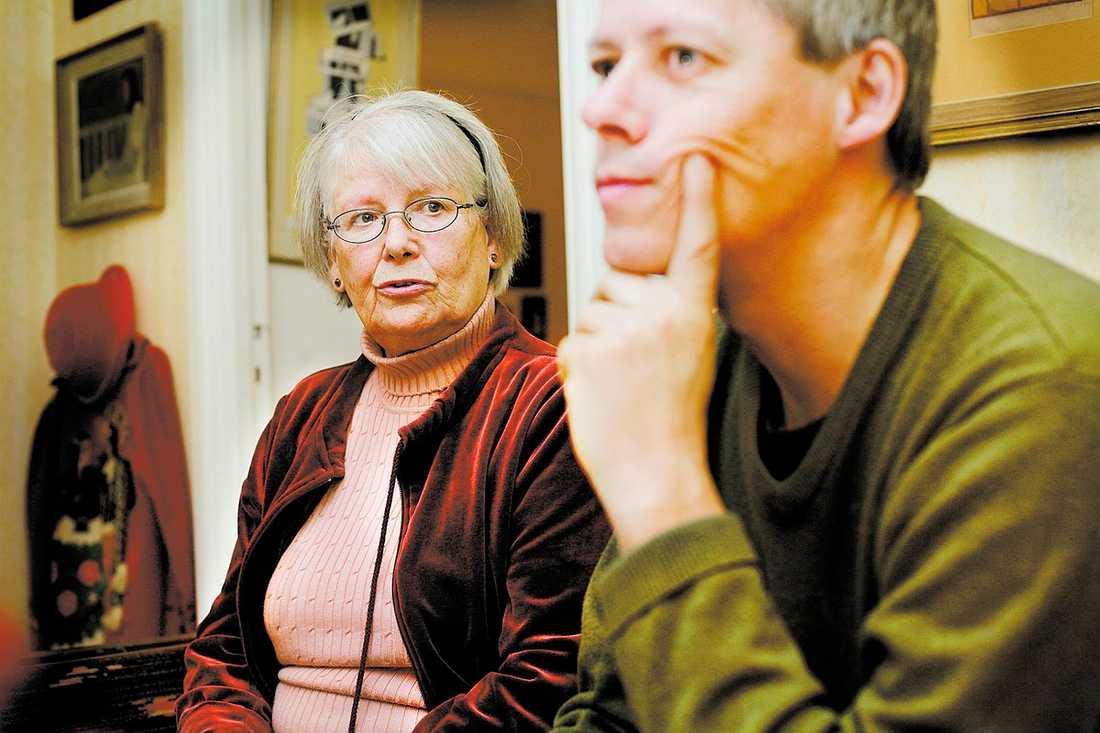 """orkar inte läsa boken Katja Orback, 80, arbetade tillsammans med sin son för att sammanställa boken. """"Då kopplade jag bort att det handlade om mig. Men den färdiga boken orkar jag inte läsa. Jag kan inte leva med det varje dag"""", säger hon."""