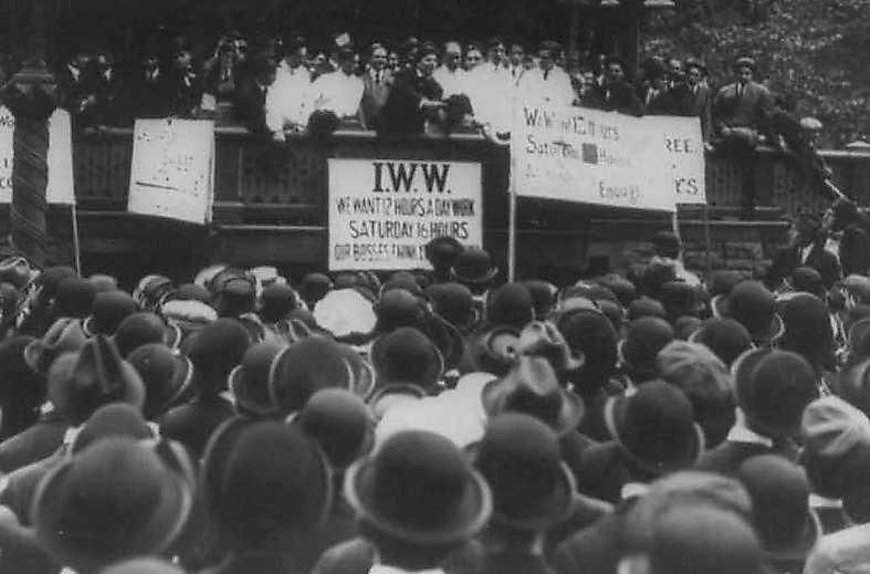 Fackföreningen IWW håller möte. Joe Hills sånger förenade migranter från hela världen.
