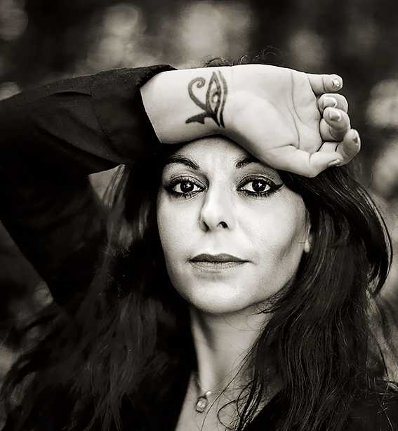Shadi Angelina Bazeghi, född i Iran 1974, är poet och lärare i matematik, fysik och kemi.