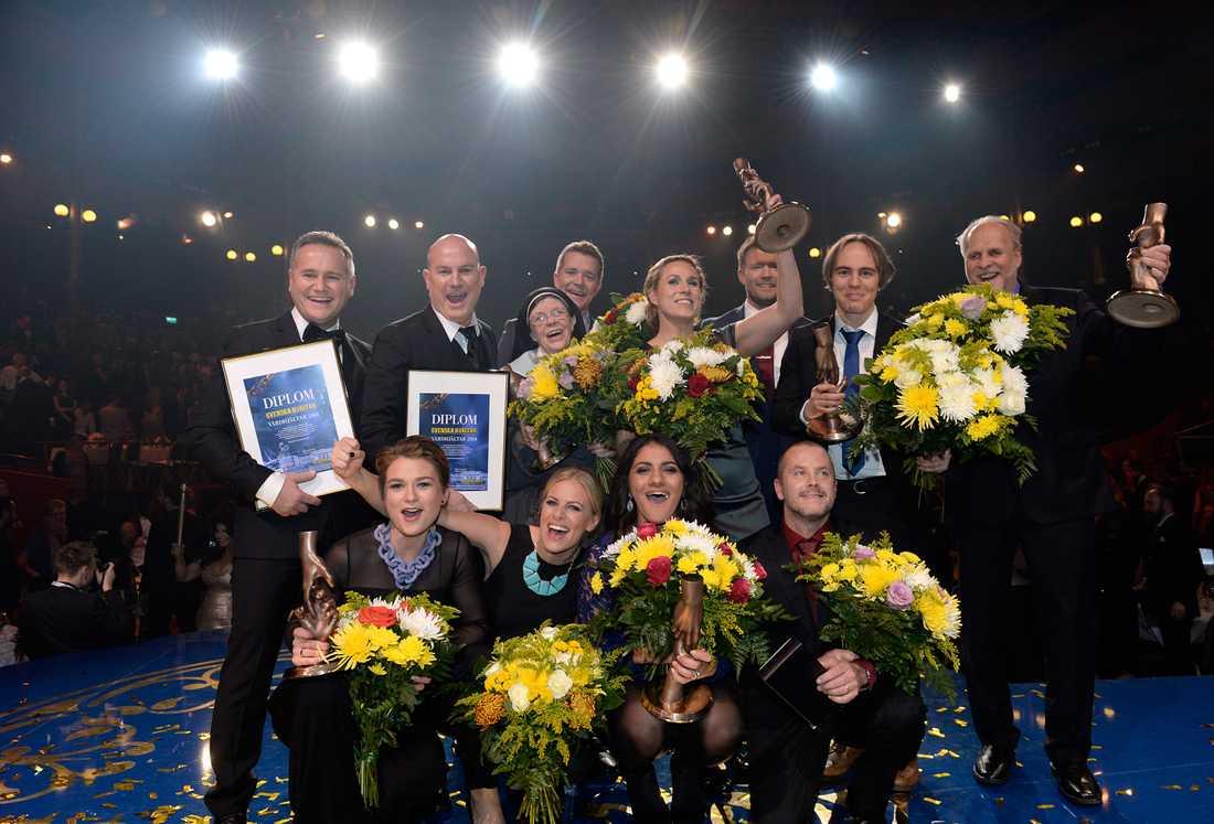 Superhjältar mot cancer utsågs till Årets Vårdhjältar 2014. Här är Filip Plan och Fredrik Svensson tillsammans med de andra hjältarna på galan 2014.