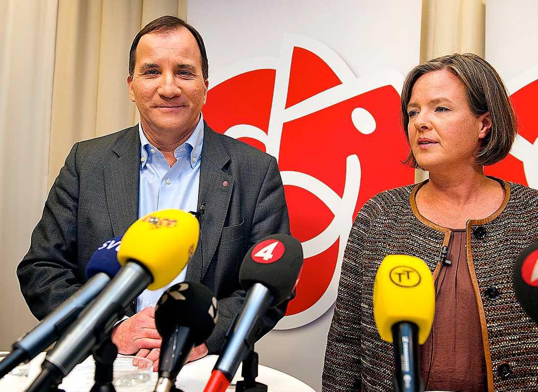 S laddar om Stefan Löfven och partisekreterare Carin Jämtin när Löfven presenterades som socialdemokraternas nye partiledare. Löfvens stab som presenteras i dag måste nu anpasssa sig till oppositionsrollen.