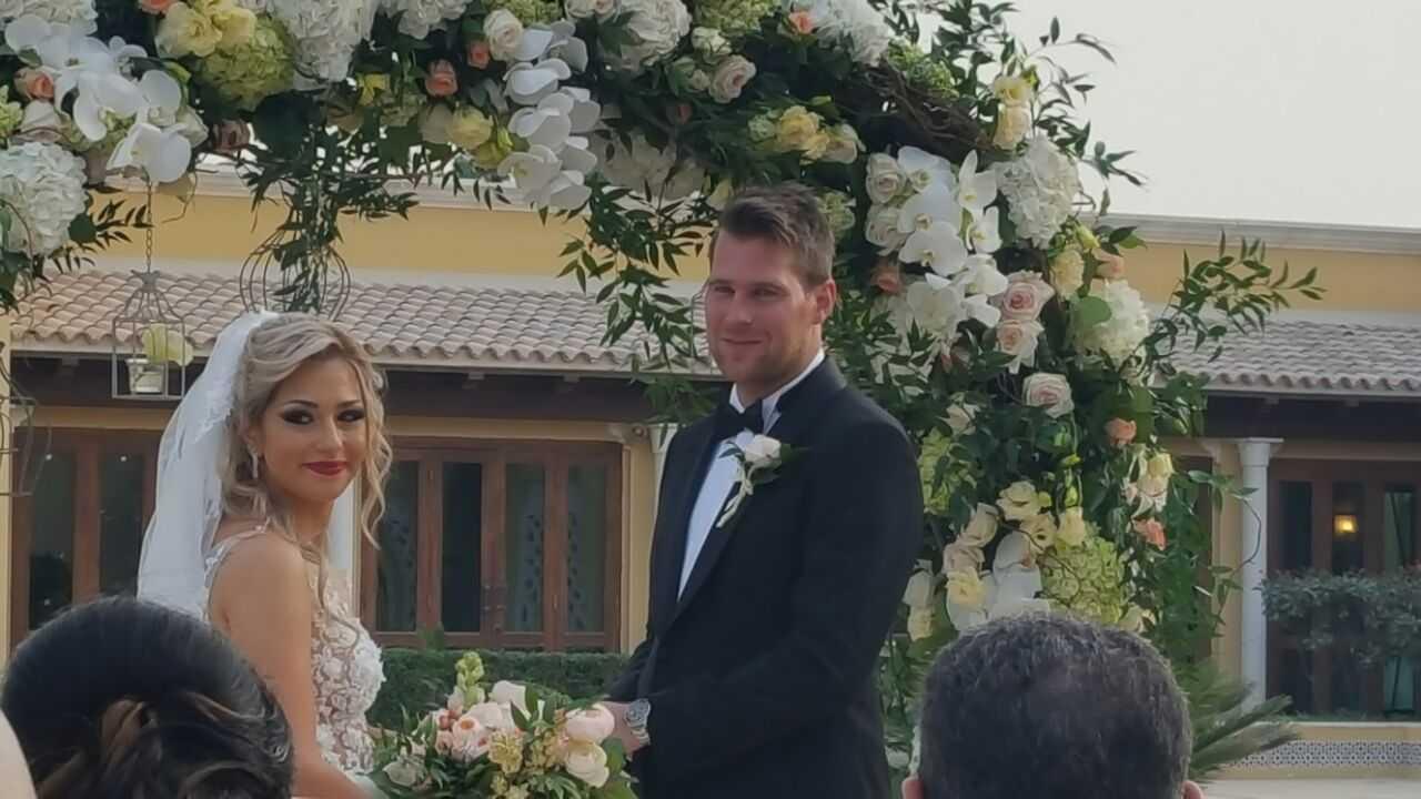 """Jonas """"Basshunter"""" Altberg och Tina Makhia Khayatsadeh gifte sig 2017 på en exklusiv medlemsklubb i Dubai."""