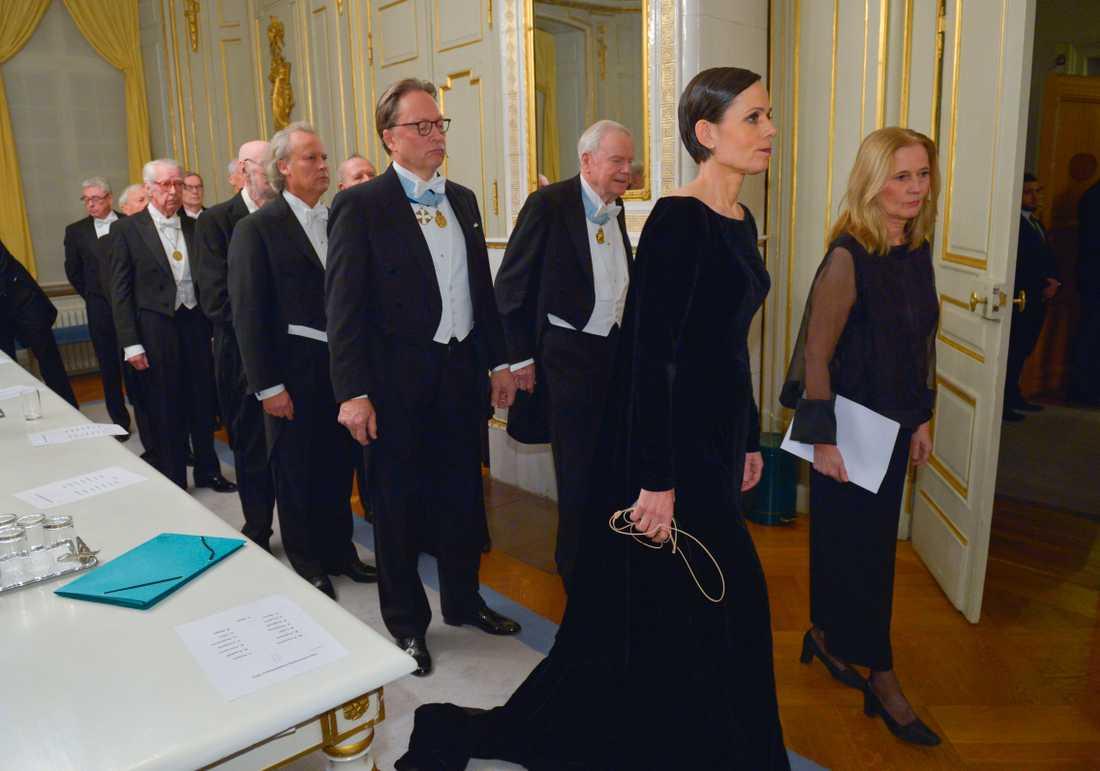 Svenska Akademien måste förnya sig snarare än att föryngra sig, skriver Åsa Linderborg