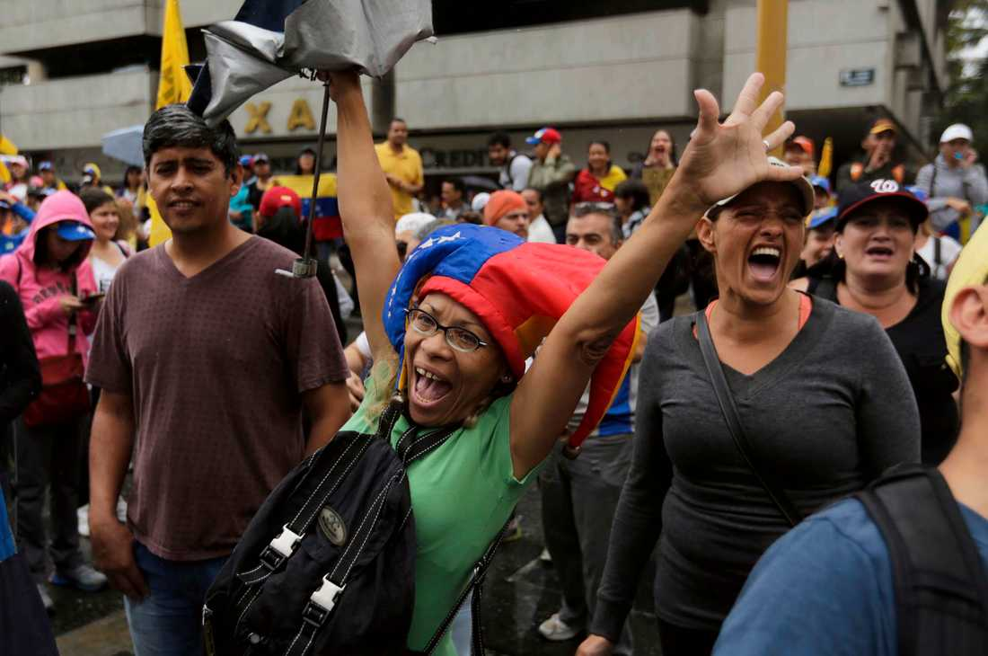 Protester i Venezuelas huvudstad Caracas under onsdagen.