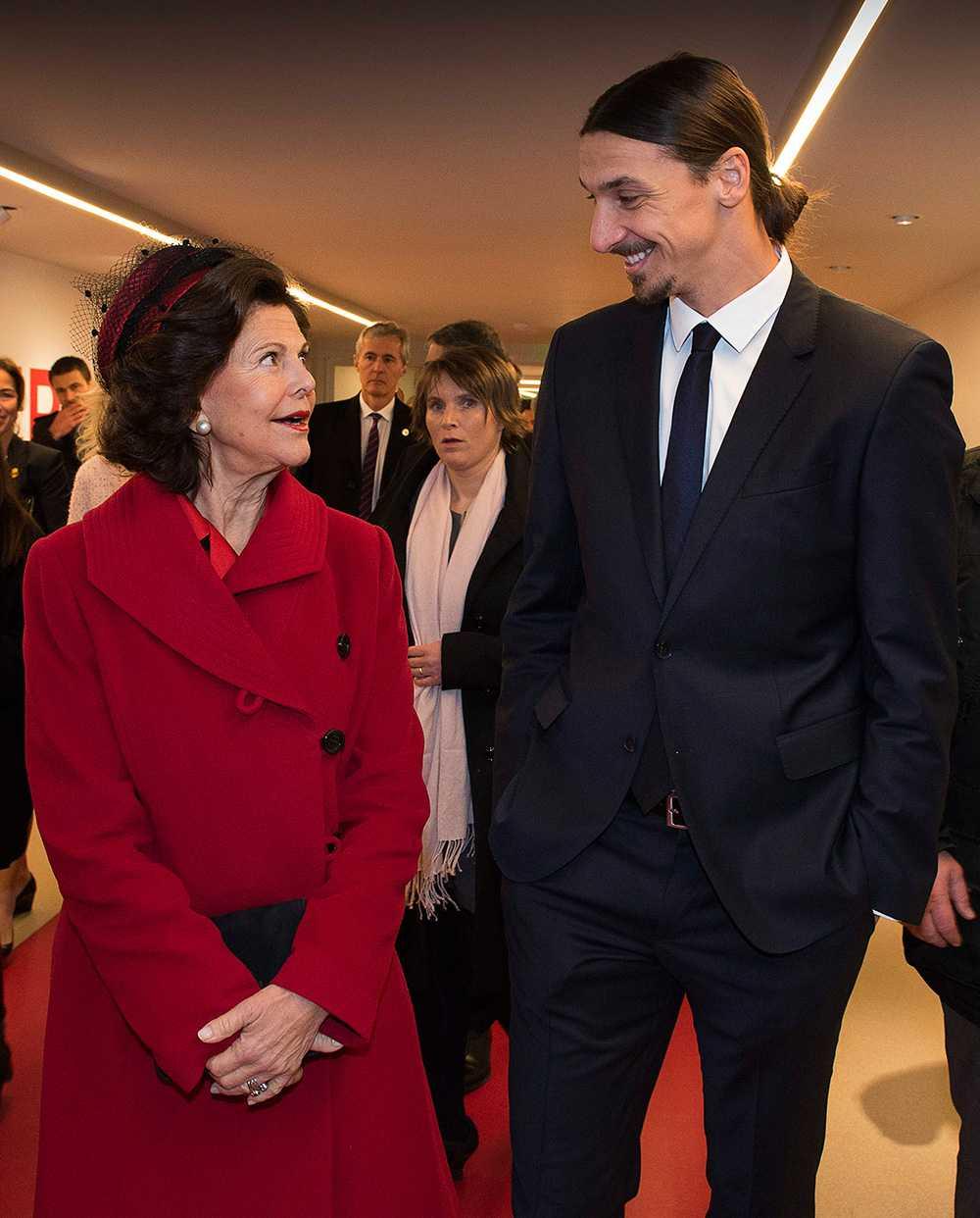 Drottning Silvia och Zlatan innan magsjukan slog till.