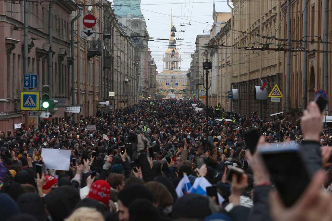 Protester i St. Petersburg under söndagen.