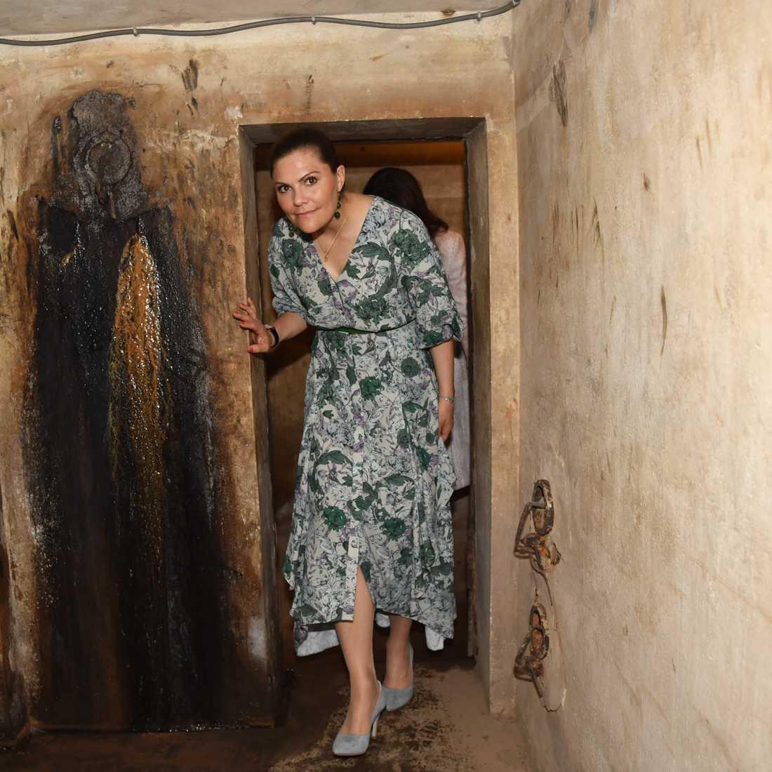 Kronprinsessan Victoria i ett skyddsrum på Hotel Metropole i Hanoi.