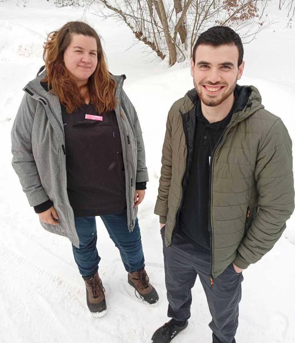 Malin Karlsson, undersköterska på Gamleby hemtjänst och Abdulnaser Miaari som är praktikant.
